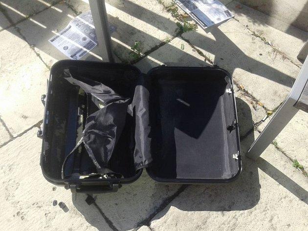 Policie zastavila provoz vPalackého ulici a evakuovala lidi kvůli podezřelému kufříku