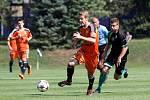 Fotbalisté Sigmy (v oranžovém) prohráli s MFK Skalica 0:2. Jakub Plšek