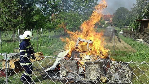 Dobrovolní hasiči z Dolan v létě nejvíce vyjíždějí na pomoc lidem před vosami a včelami.