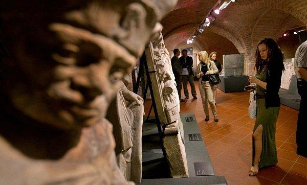 Expozice Příběh kamene ve sklepení bývalé jezuitské univerzity vOlomouci