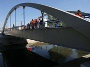 Most přes Moravu v Dukelské ulici v Litovli. Ilustrační foto