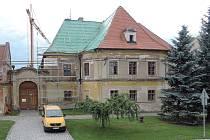 Oprava barokní fary v obci Náklo.