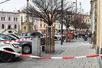 Z budovy na Dolním náměstí odpadl kus zdi, 23. 3. 2019