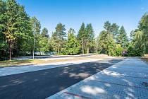 Nové parkoviště pro stovku aut ve fakultce v Olomouci. Nachází se pod dětskou klinikou a vjezd má z ulice Vojanova.