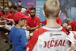 Hokejisté Olomouce přivítali fanoušky na autogramiádě v obchodním centru