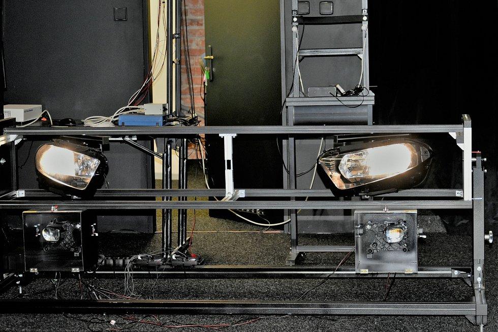 Výzkum Human Light Interaction Laboratory (HLI) spadající pod UP Olomouc. Jeden z karuselů imitující automobil, přístroj sestrojila společnost Hella Autotechnik Nova z Mohelnice