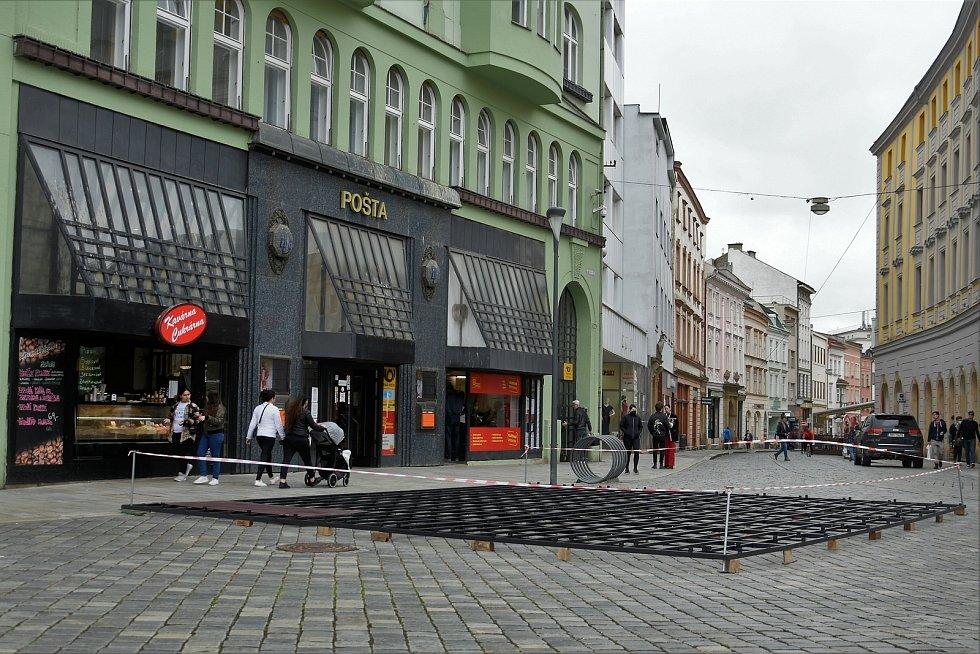 Příprava zahrádek a předzahrádek v historickém centru Olomouce, 14. 5. 2021