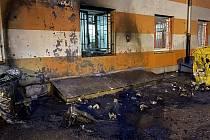 Následky požáru kontejnerů u hotelu ve Velkomoravské ulici v Olomouci, 16. října 2021