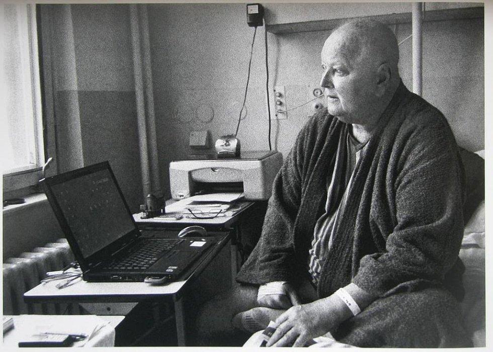 Zpíval, bavil a rozdával radost. Pavel Novák. Ze série Tichá nemoc Jindřicha Štreita