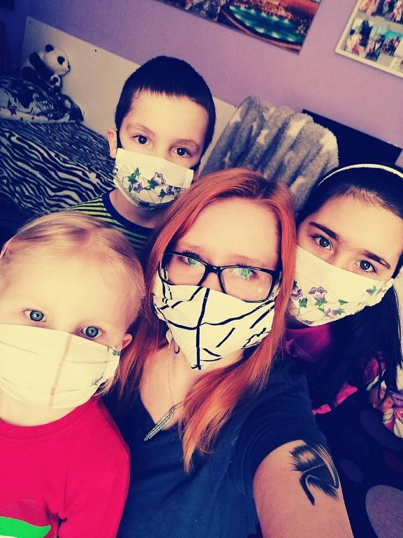Přerov. Fotografie pořízena v domácnosti, na fotce jsem já, sestra, neteř a synovec a roušky šila moje maminka.