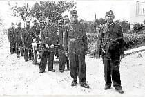 Sbor dobrovolných hasičů v Lutíně v roce 1949.
