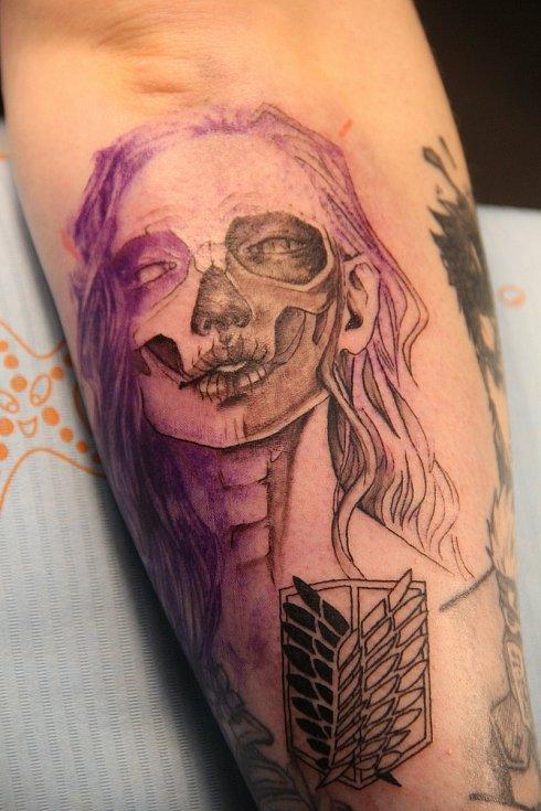 Tetování po několika hodinách práce