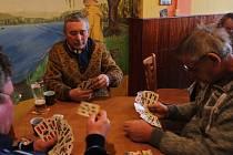 Karty a cinkavé mince nesměly v sobotu 7. ledna chybět na stolech hostince U Konrádů v Králové, místní části Medlova na Olomoucku. Konal se tam totiž už tradiční Tříkrálový turnaj v mariáši, letos už třináctý ročník.