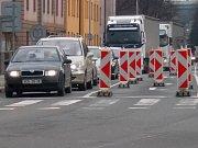 Pasteurova ulice u pravoslavného kostela 3. dubna 2018. Začaly uzavírky kvůli přestavbě mostu u Bristolu