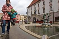 Napouštění Arionovy kašny v Olomouci