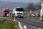 Bělkovice - Lašťany - Dlouhé kolony v místě práce na silnici