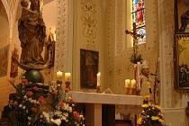 Cholinská madona se vrátila po třinácti letech opět domů. Slavnostní bohoslužbu sloužil olomoucký arcibiskup Jan Graubner.