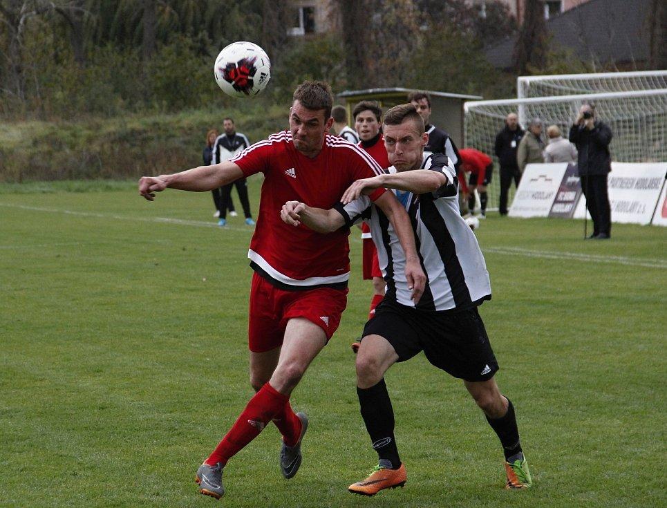 Fotbalisté Červenky (v červeném). Ilustrační foto