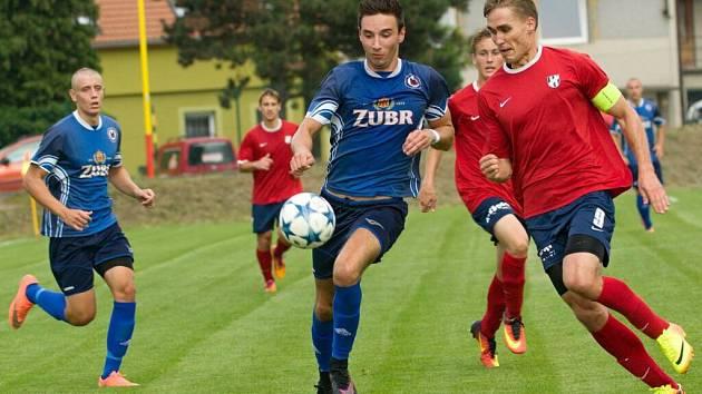 MOL Cup: Viktorie Přerov (v modrém) proti HFK Olomouc