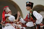 Hanácká svatba na Horním náměstí v Olomouci v podání členů folklorních souborů Klas z Kralic na Hané, Hané a Mladé Hané z Velké Bystřice a také z Hanáckého mužského sboru Rovina.