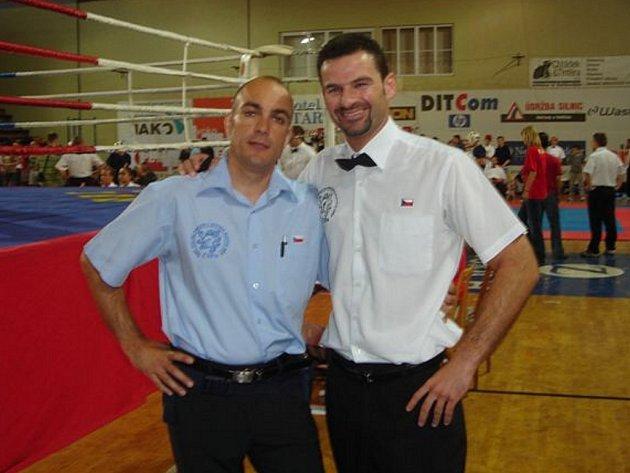 Michal Prstek (vpravo) je také mezinárodní rozhodčí.