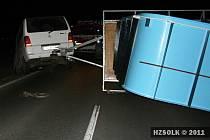 Nehoda dodávky převážející bazén u Dolan zatarasila silnici Olomouc- Šternberk