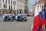 Vojenská hudba zněla v sobotu 1. září centrem Olomouce. Na Horním náměstí, před tamní radnicí, pokračoval XXIV. Mezinárodní festival vojenských hudeb. Na snímku je motocyklová četa Hradní Stráže