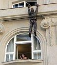 Po Muzeu moderního umění ručkuje Lupič od Davida Černého.