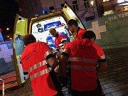 Záchranáři pomáhají běžcům na olomouckém půlmaratonu 2017