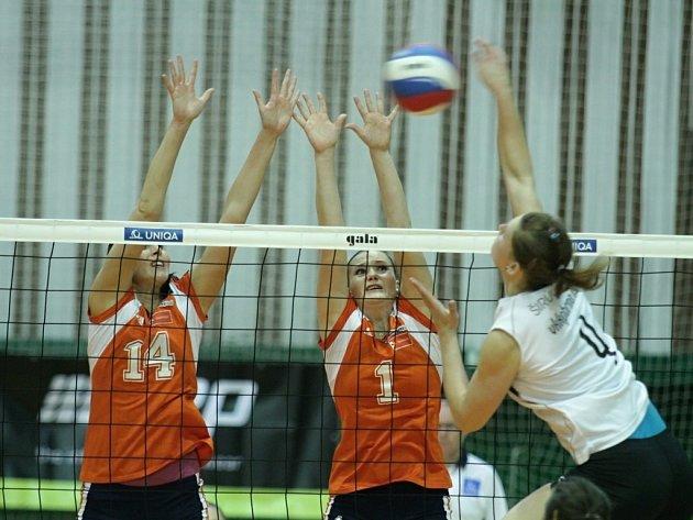 Volejbalistky Olomouce (v oranžovém) v souboji o třetí místo proti Brnu