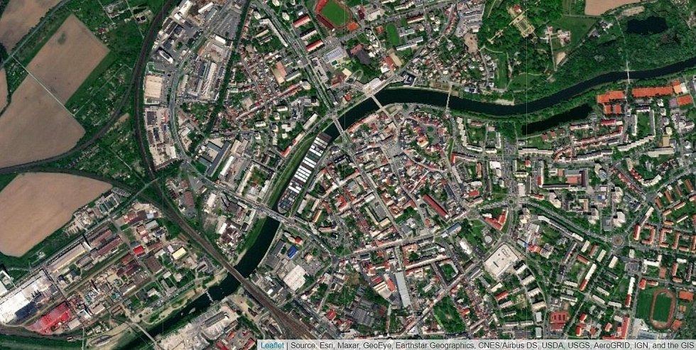 Kontejnerová loď Ever Given na řece Bečvě v Přerově