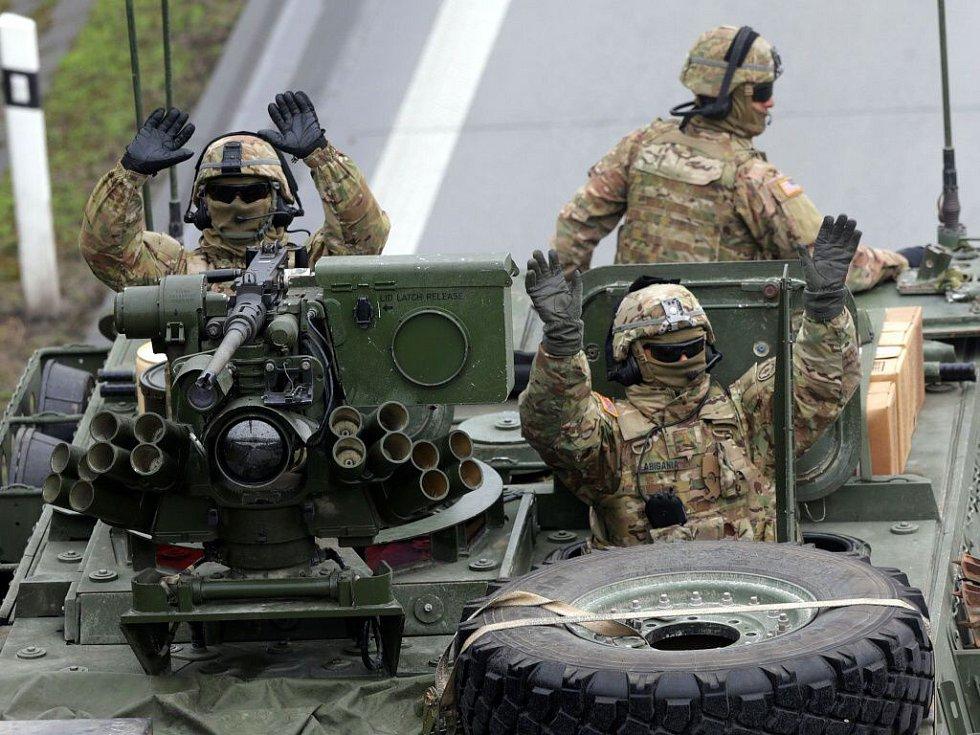 Konvoj americké armády na R35 u Dolního Újezdu