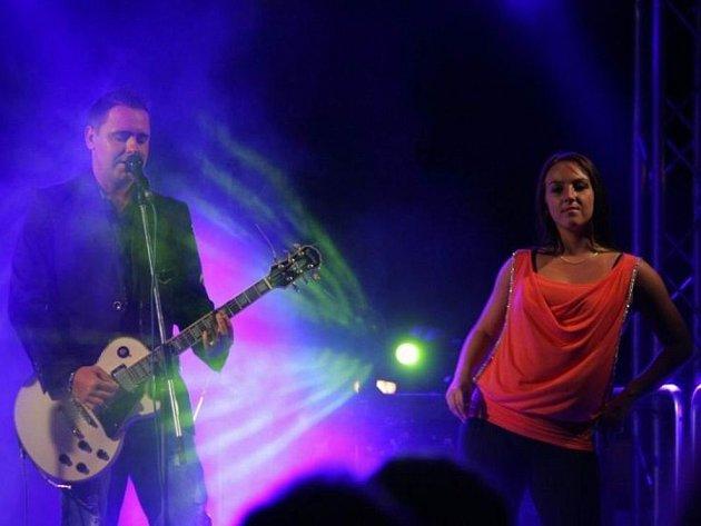 Skupina Kroky Michala Davida. Hity, které nazpíval Michal David, upravila do originálních moderních aranží, které slaví úspěch.