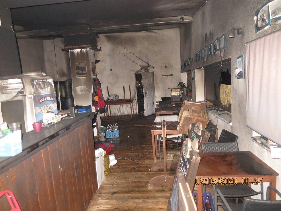 Vyhořelá restaurace Terasa na olomouckém přírodním koupališti Poděbrady