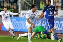 Baník se raduje z vítězného gólu. Zleva Marek Červenka, Jaroslav Machovec a olomoucký obránce Roman Hubník