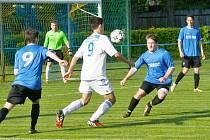 Fotbalisté FK Šternberk (v bílém) proti Konici