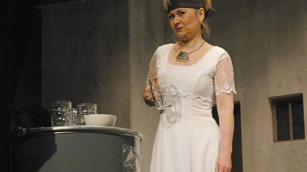 Naděžda Chroboková v roli Hester v inscenaci U kočičí bažiny.