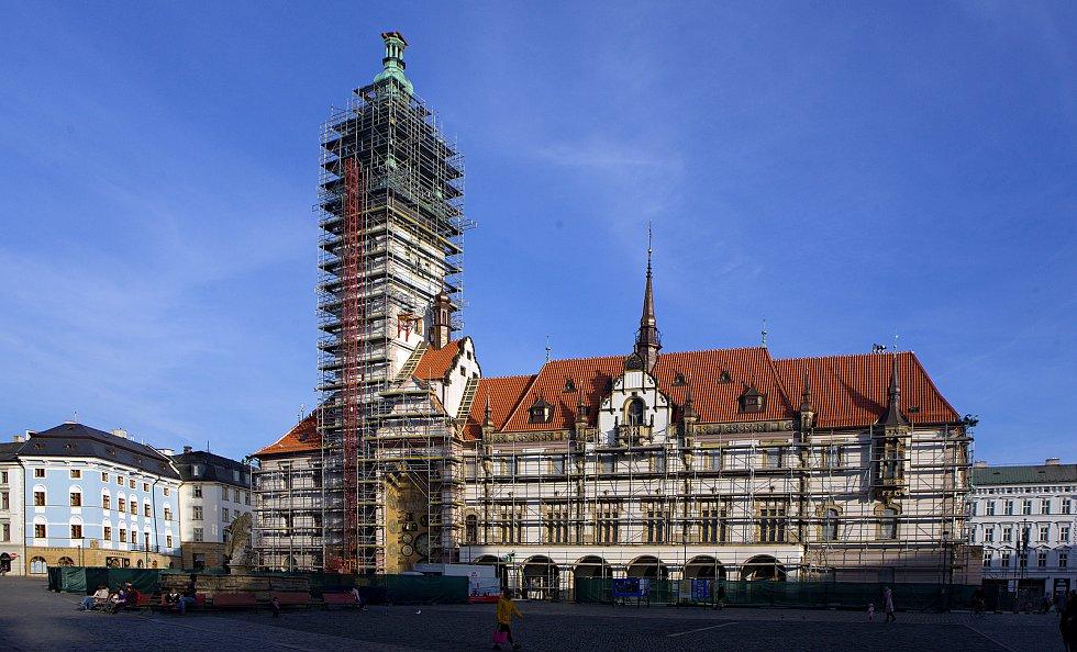 Olomouckou radnici skrývá lešení