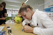 České tenistky zamířily před začátkem turnaje ITS Cup na tiskovou konferenci a autogramiáduKristýna Plíšková