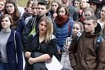 Protest studentů před Teoretickými ústavy lékařské fakulty v Olomouci. 15. března 2018