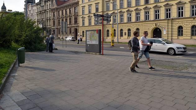 Ze Žižkova náměstí v Olomouci odstranili lavičky
