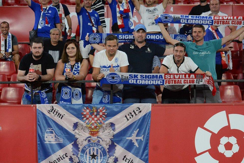 Fanoušci Sigmy na stadionu Sevilly FC