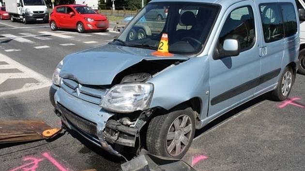 Následky dopravní nehody ve Velkomoravské ulici v Olomouci