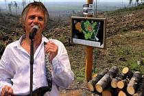 Kytaru za rýč vymění ve vichřicí poničené olomoucké zoo i hudebník Janek Ledecký