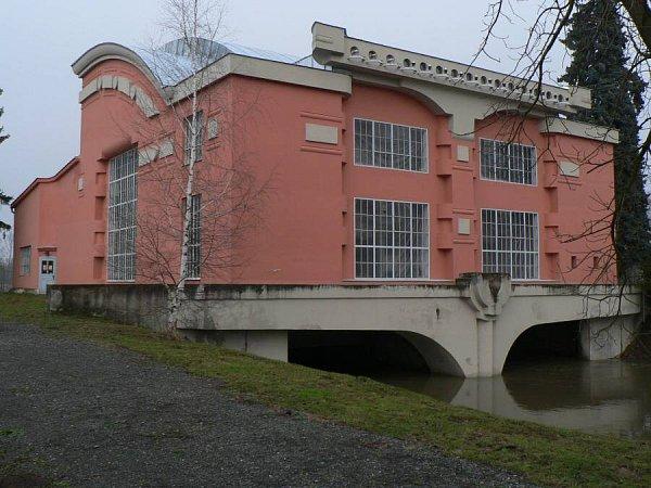 Vodní elektrárna a vila vTřeštině-Háji