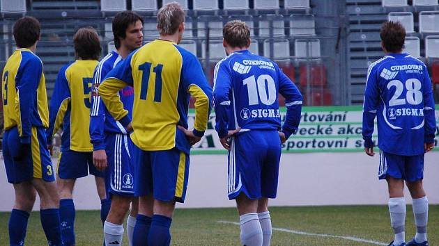 Martin Komárek (uprostřed) byl z nominace k utkání s Kladnem překvapený, ale obstál.
