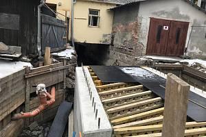 Oprava mostu přes Radniční Moravu v Husově ulici v Litovli