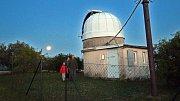 Částečné zatmění Měsíce na Hvězdárně Olomouc.( Měsíc focen přes hvězdářský dalekohled se zrcadlem 20 cm )