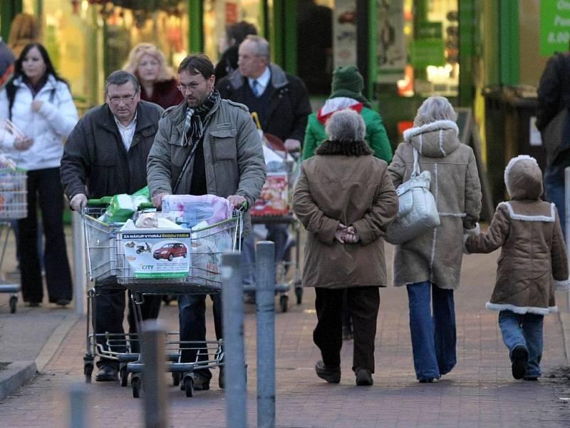 Obchodníci se již nyní tradičně připravují na vrchol sezony, který pro ně každoročně přichází před Vánoci. Ta loňská byla rekordní, tento trend navíc trvá již několik let.