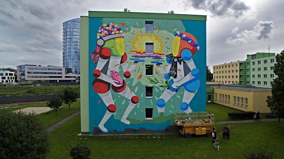 Street art festival v Olomouci 2019. Street art festival v Olomouci 2019. Koctel Kahoolawe (Španělsko) a jeho mural na zdi VŠ kolejí v Olomouci
